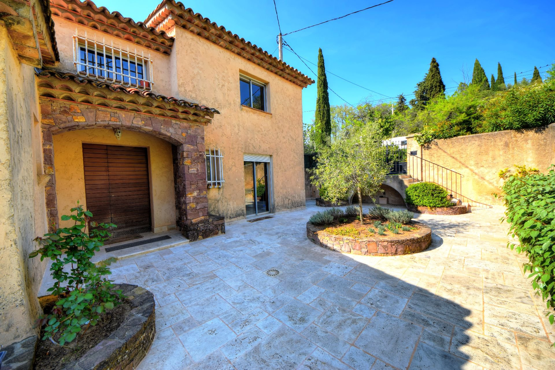 Entrance to the villa 328 m² panoramic view, Draguignan, Var, Provence