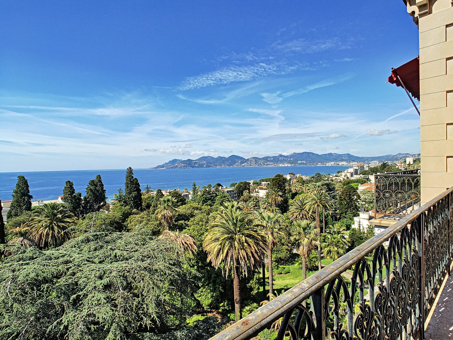 Cannes - Panoramic sea view, closed to the sea