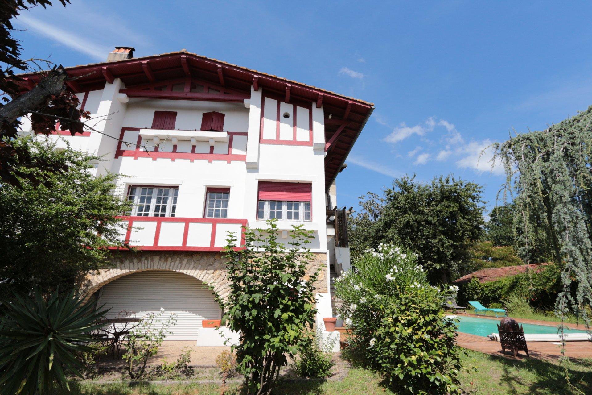 Maison néo-Basque de 269m2 avec piscine