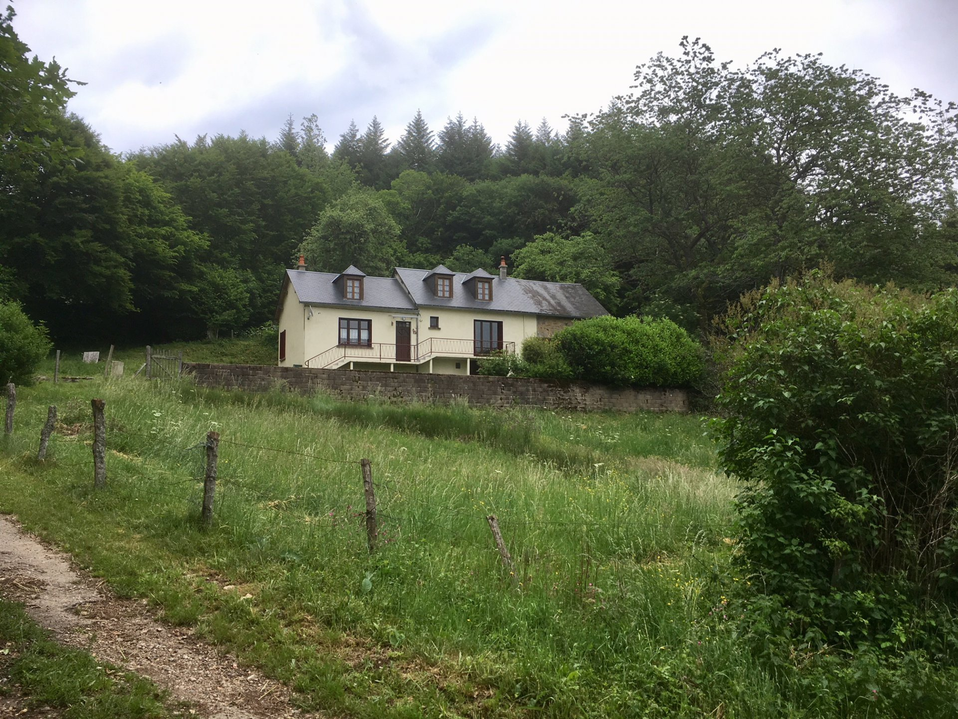 House with a view on 2,2 ha for sale in the Morvan