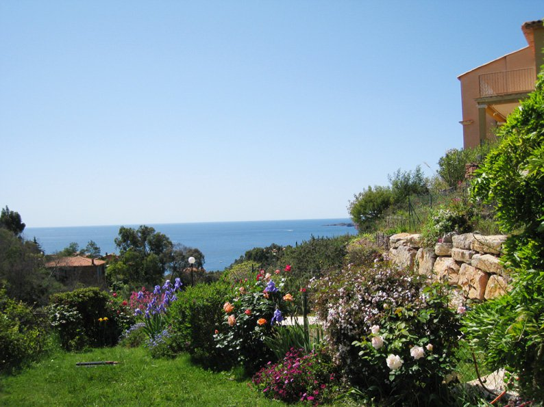 Family house: living room, 3  bedrooms (6 sleeps) american kitchen garden terrace, sea view  * ROVI 27 *
