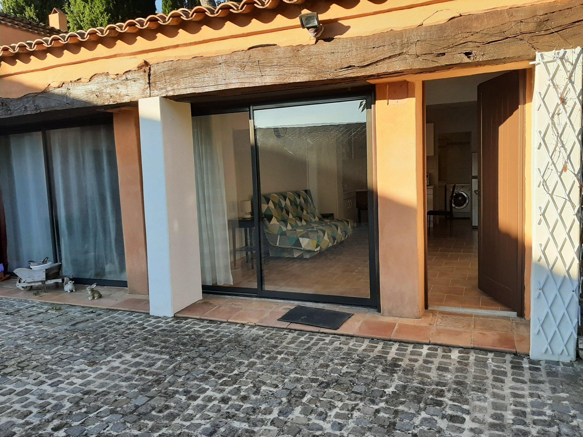 Location studio dans résidence avec parking