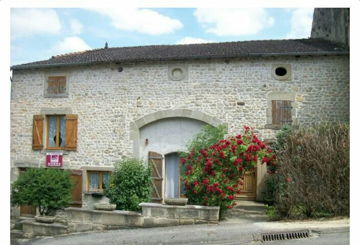 Mooie gerenoveerde natuurstenen huis in de Haute Marne.
