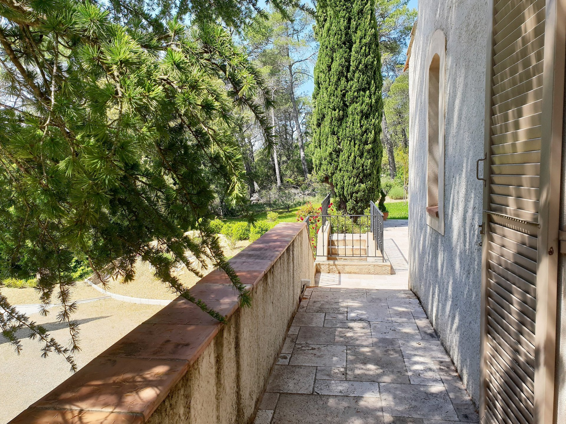 Elegant and charming property with it's  swimming pool on 2 ha 82a 21ca