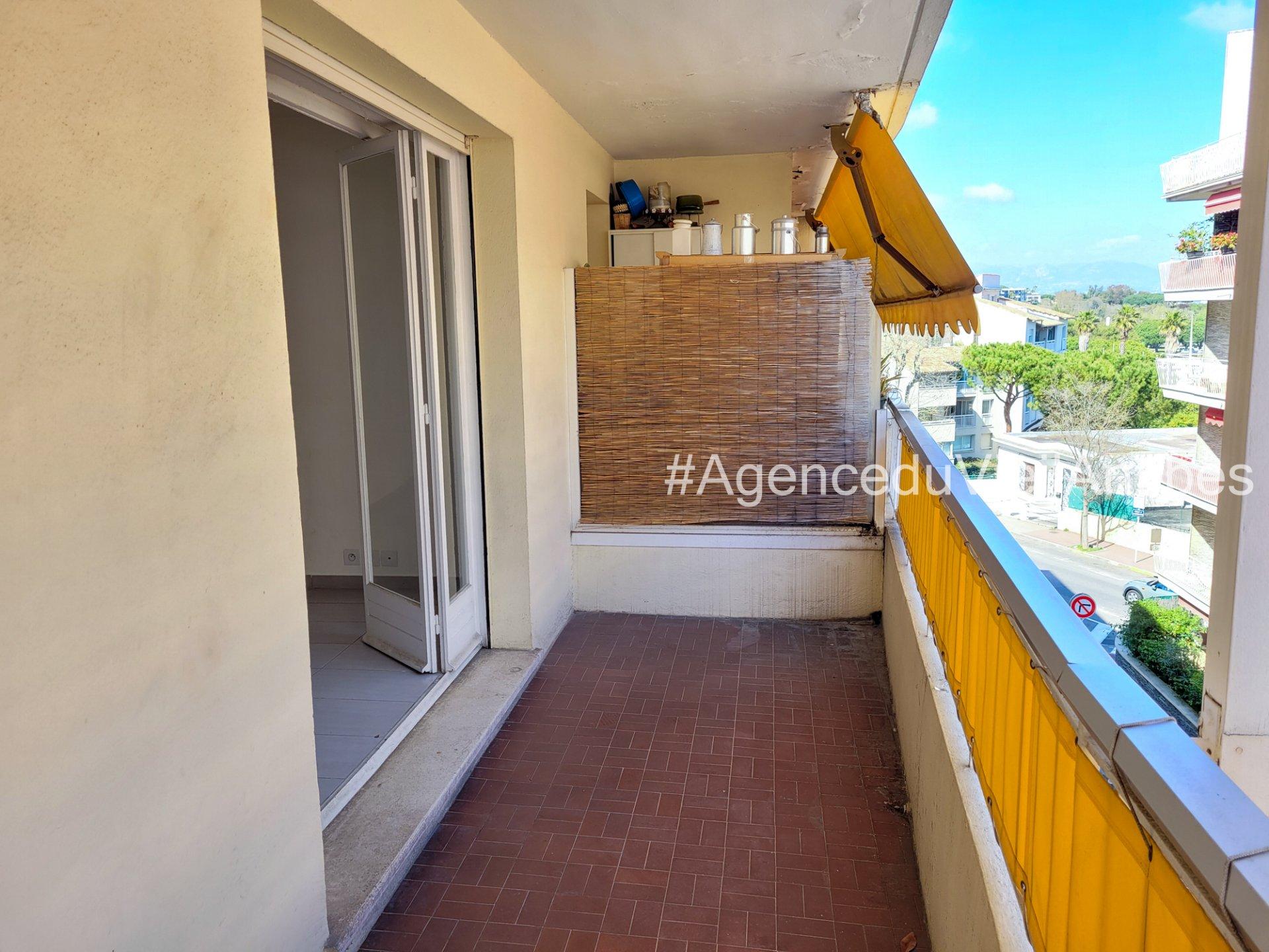 Centre ville d'Antibes, studio de 32m² avec terrasse