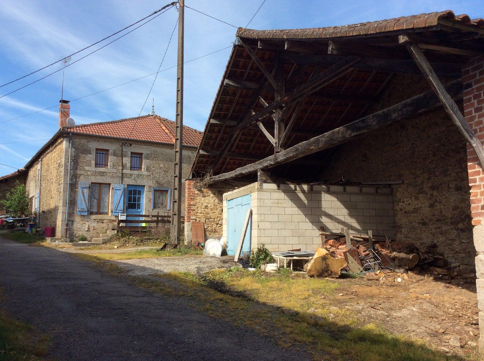 corps de ferme, deux maisons, granges et terrains
