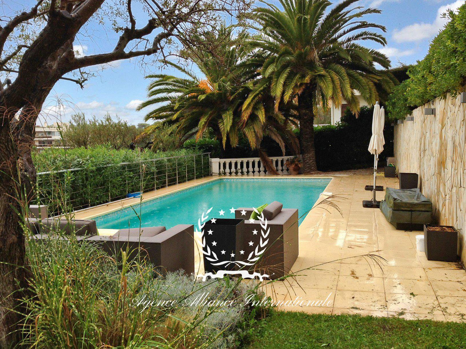 A beautiful 280sqm villa close to the center of Cannes