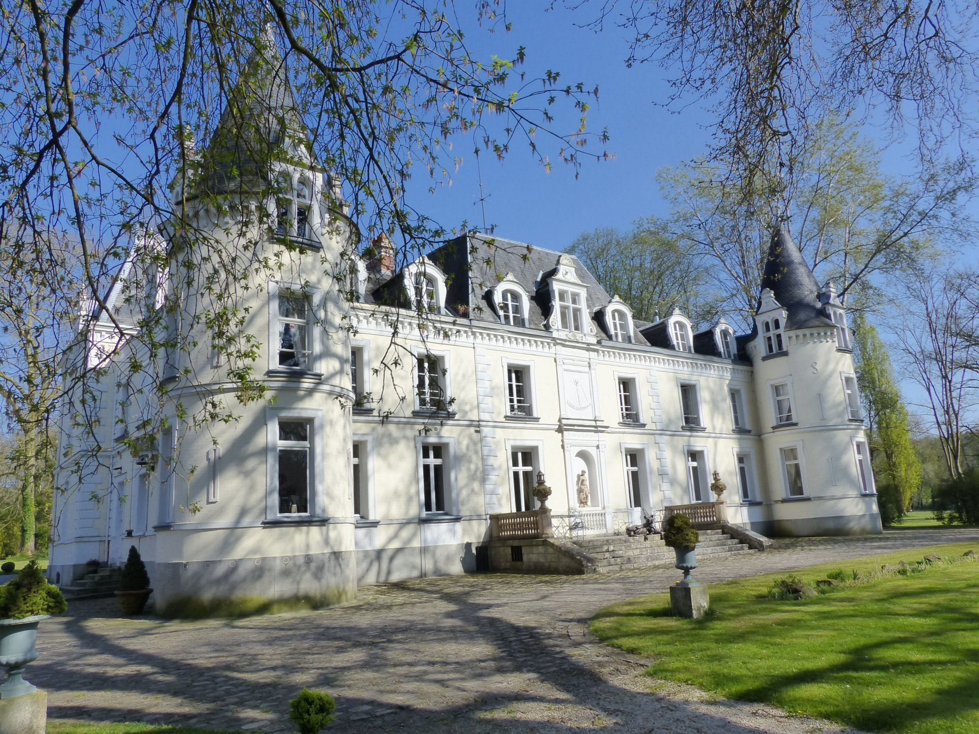 18th century chateau on 6,79ha with outbuildings