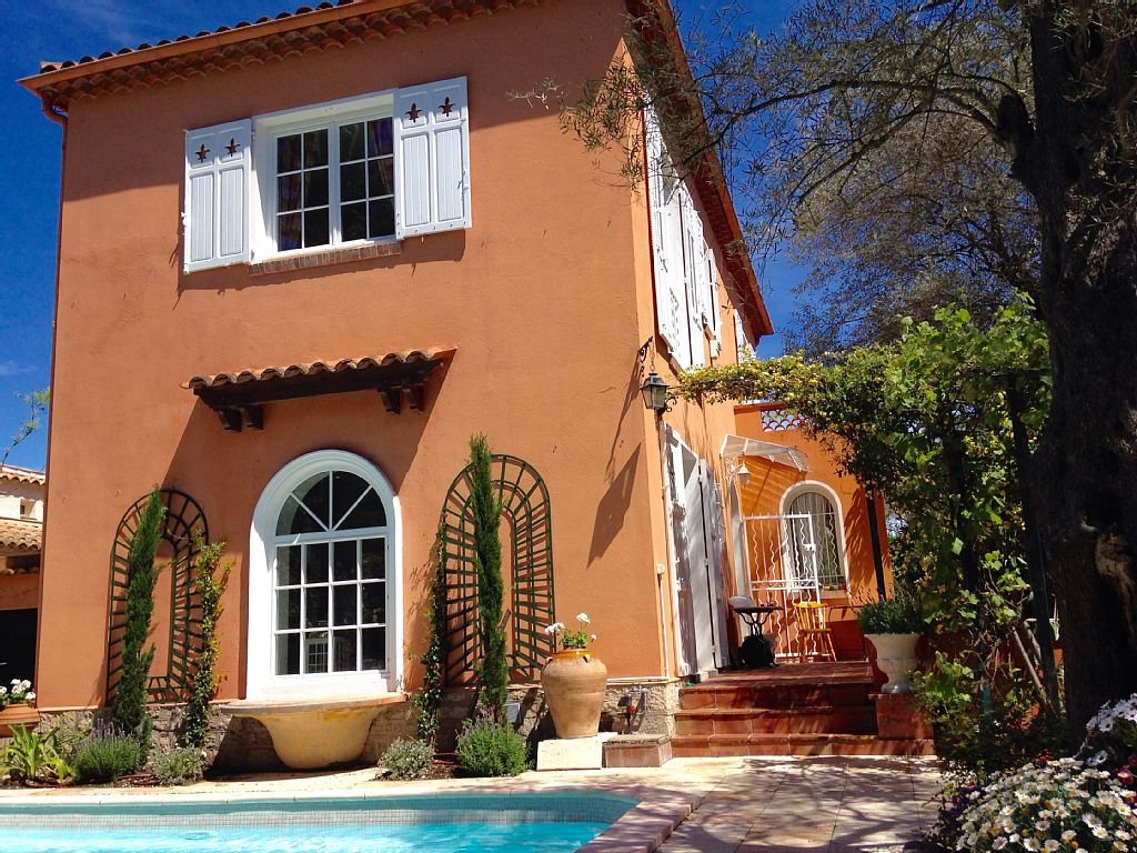 Villa close to Salis beach - East side Cap d'Antibes
