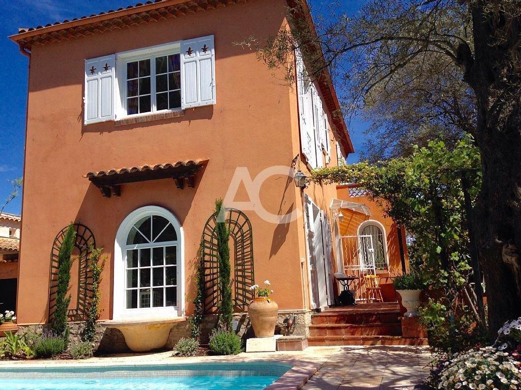 Villa proche plage Salis - Versant est du Cap d'Antibes