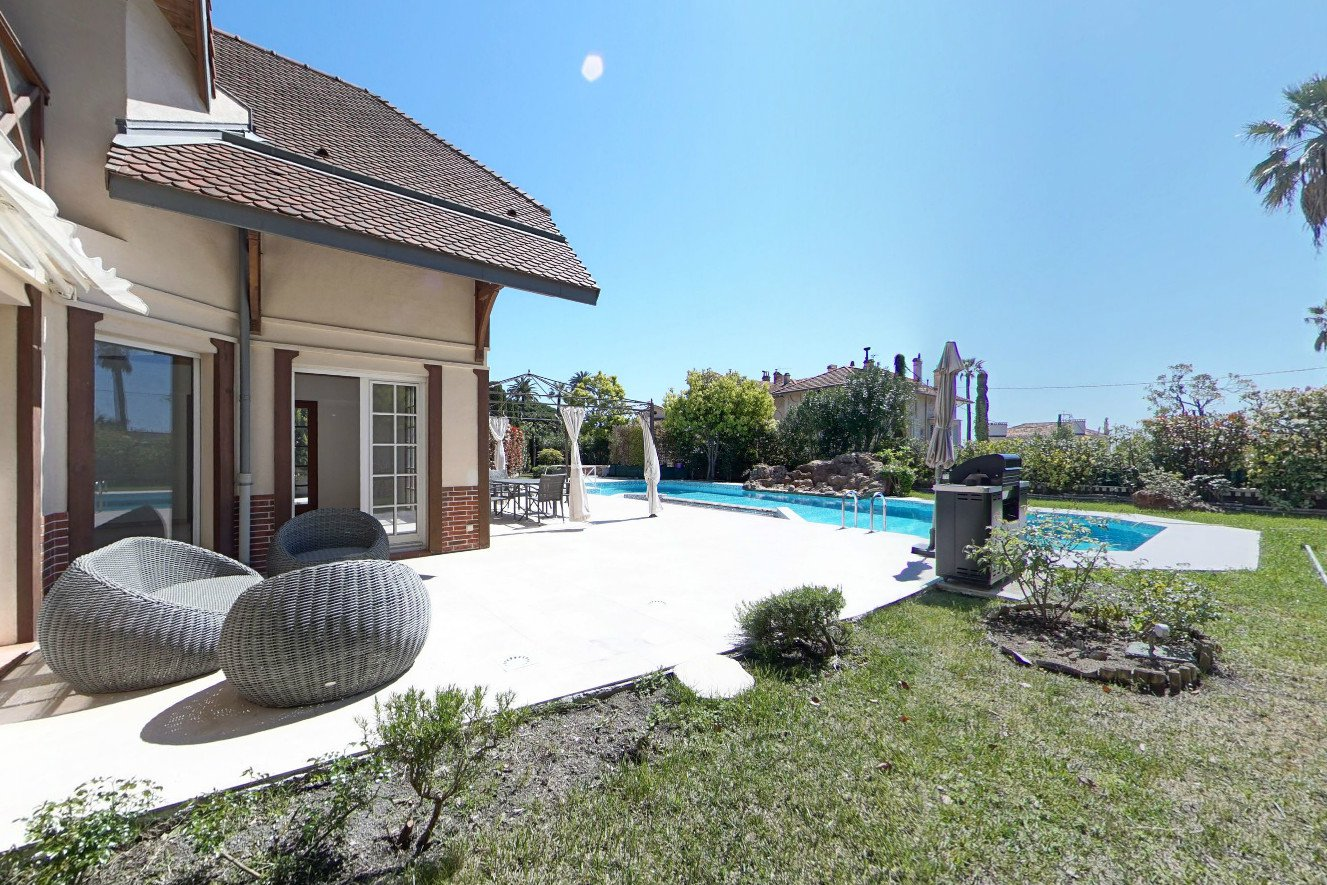 NEWLY CONSTRUCTED VILLA  IN CANNES
