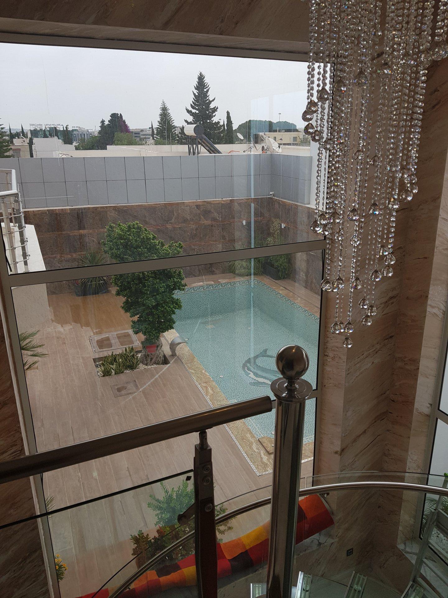 A vendre  une villa de 700 m² à El Menzah 5 avec piscine