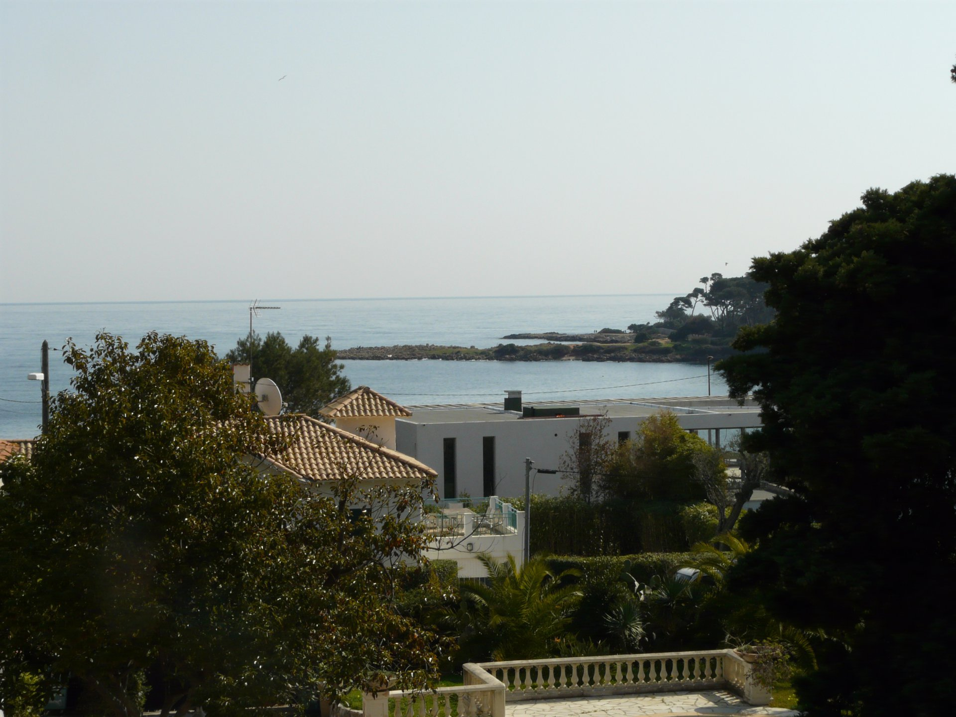 BEAUTIFUL RENOVATED PROVENÇAL VILLA AT 30 METERS FROM THE SEA