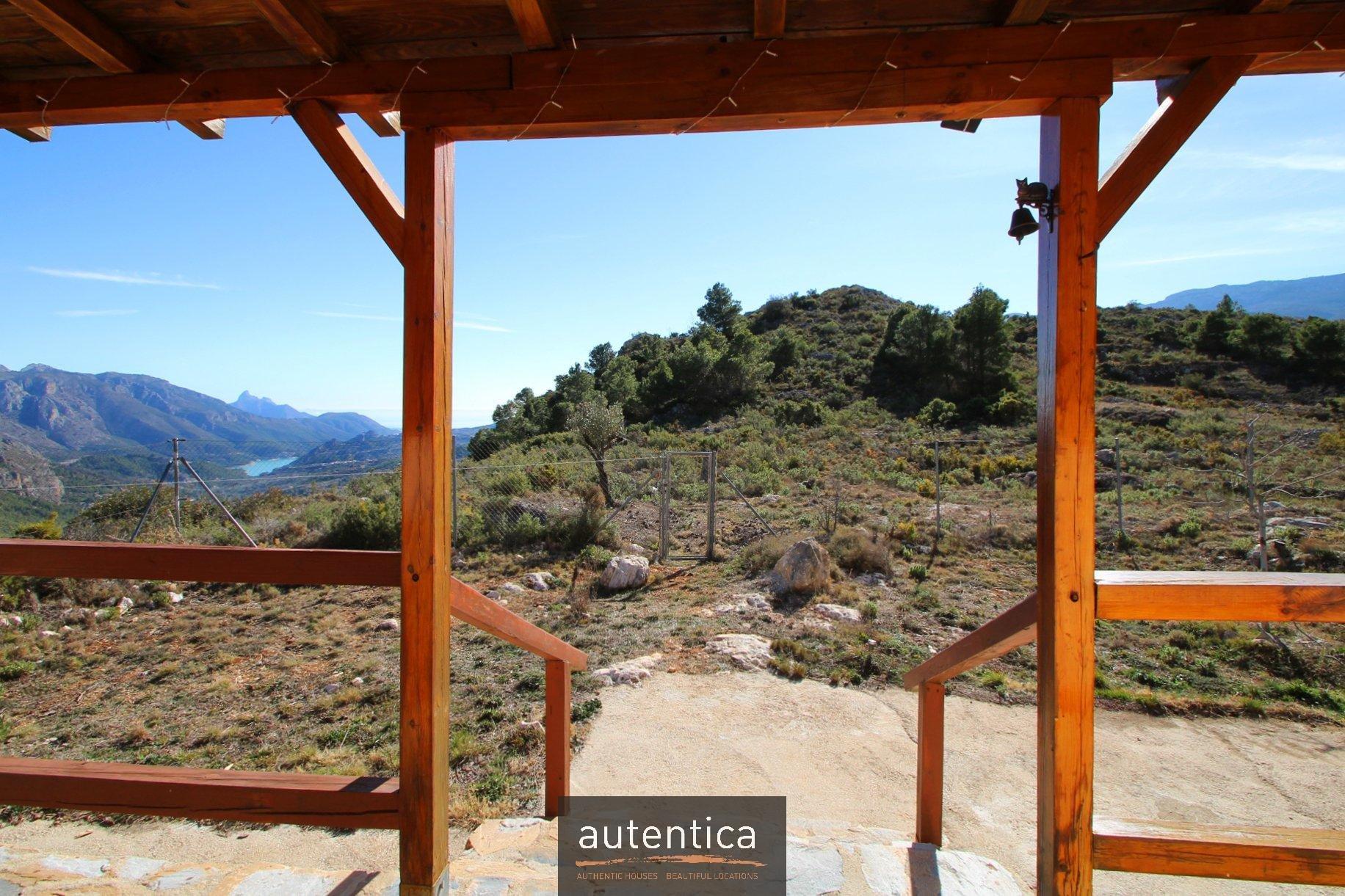 Trois maisons avec vue sur la vallée