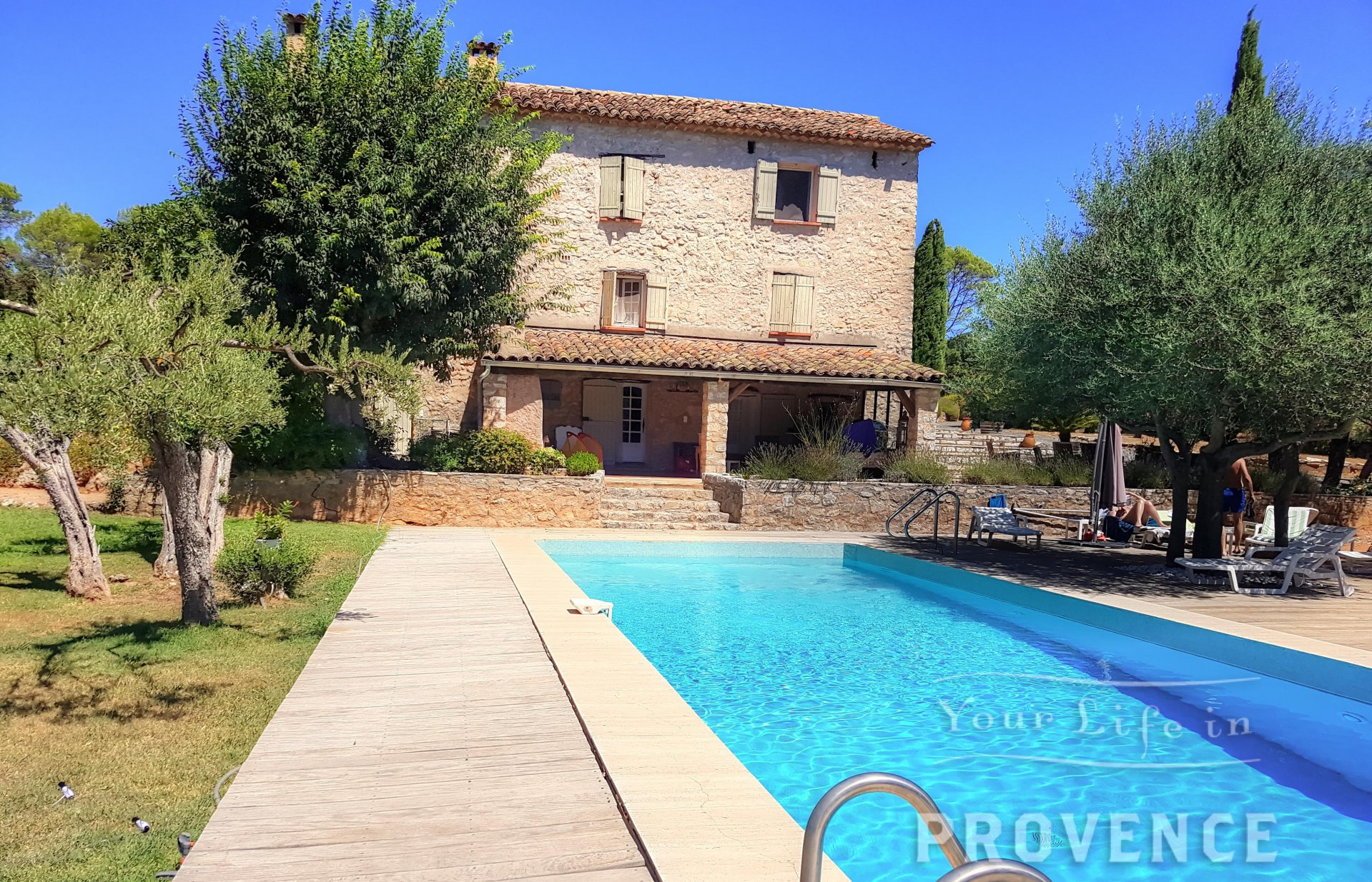 Exceptionnal Stone Provencal Bastide on 4,5 hectares