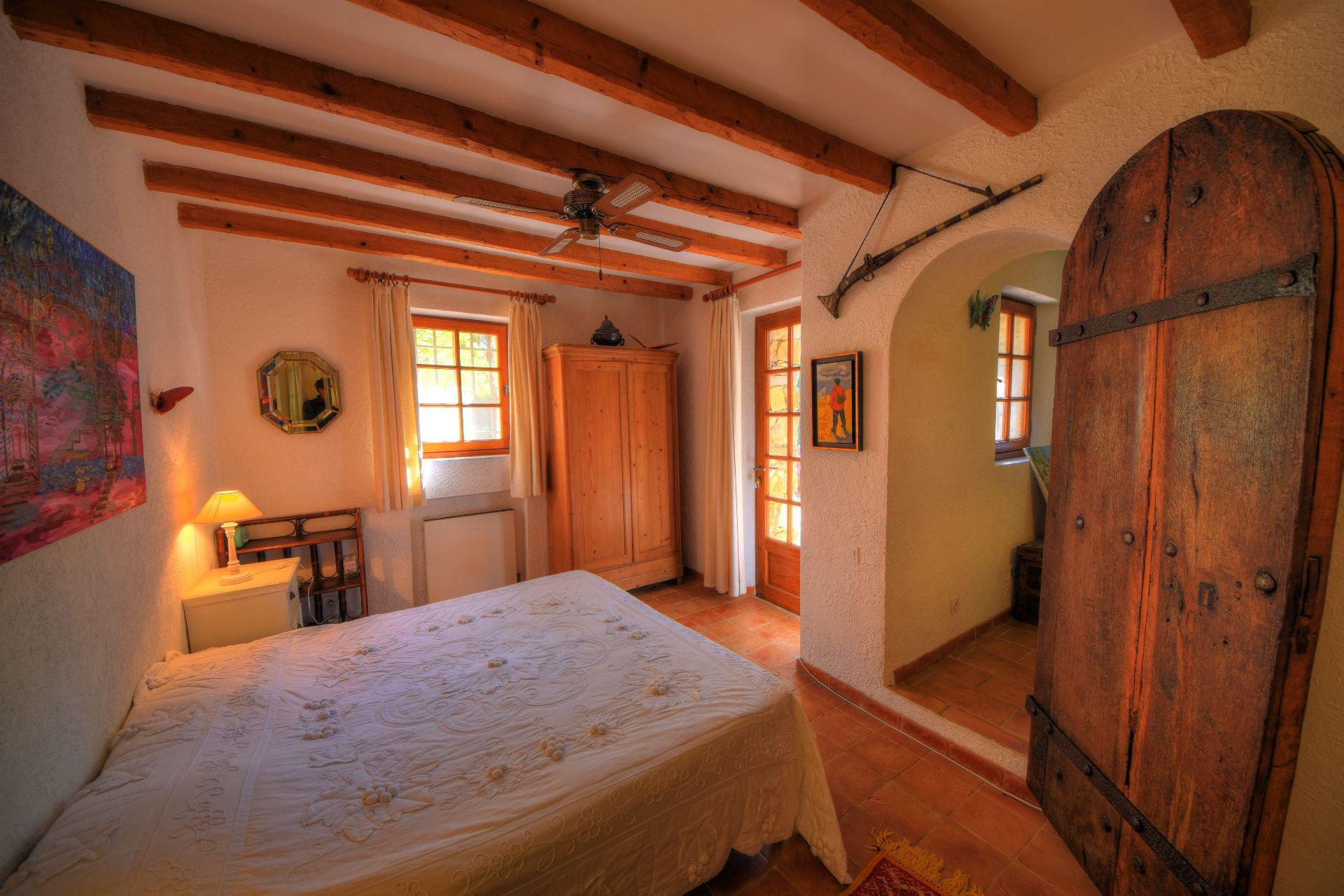 Chambre en rdc de la bergerie rénovée Tourtour, Var, Provence