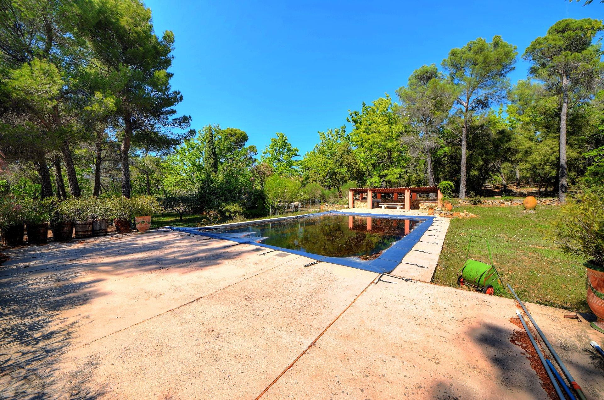 Vue de la piscine de la bergerie rénovée Tourtour, Var, Provence