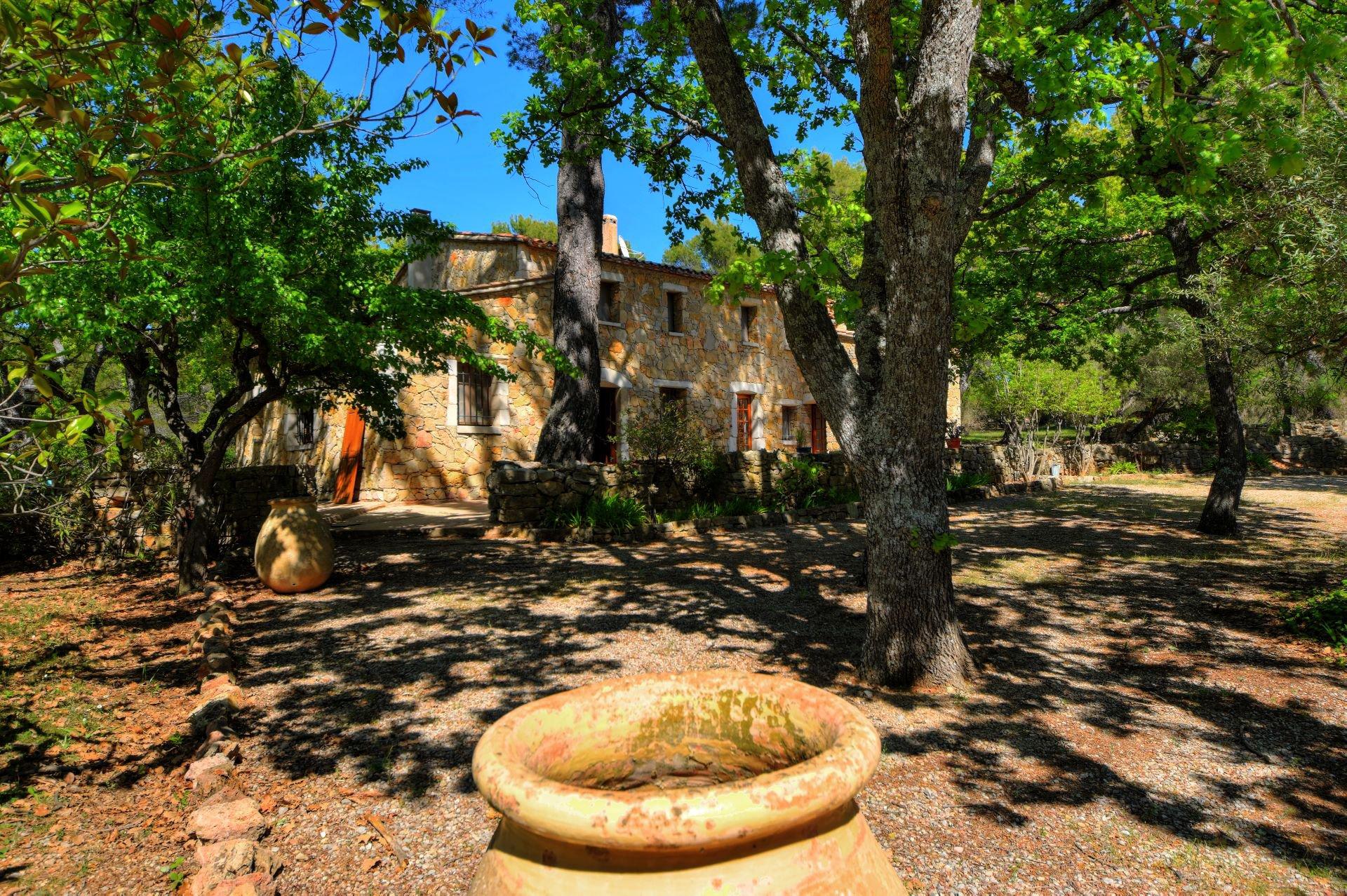 Vue de l'ancienne bergerie rénovée Tourtour, Var, Provence