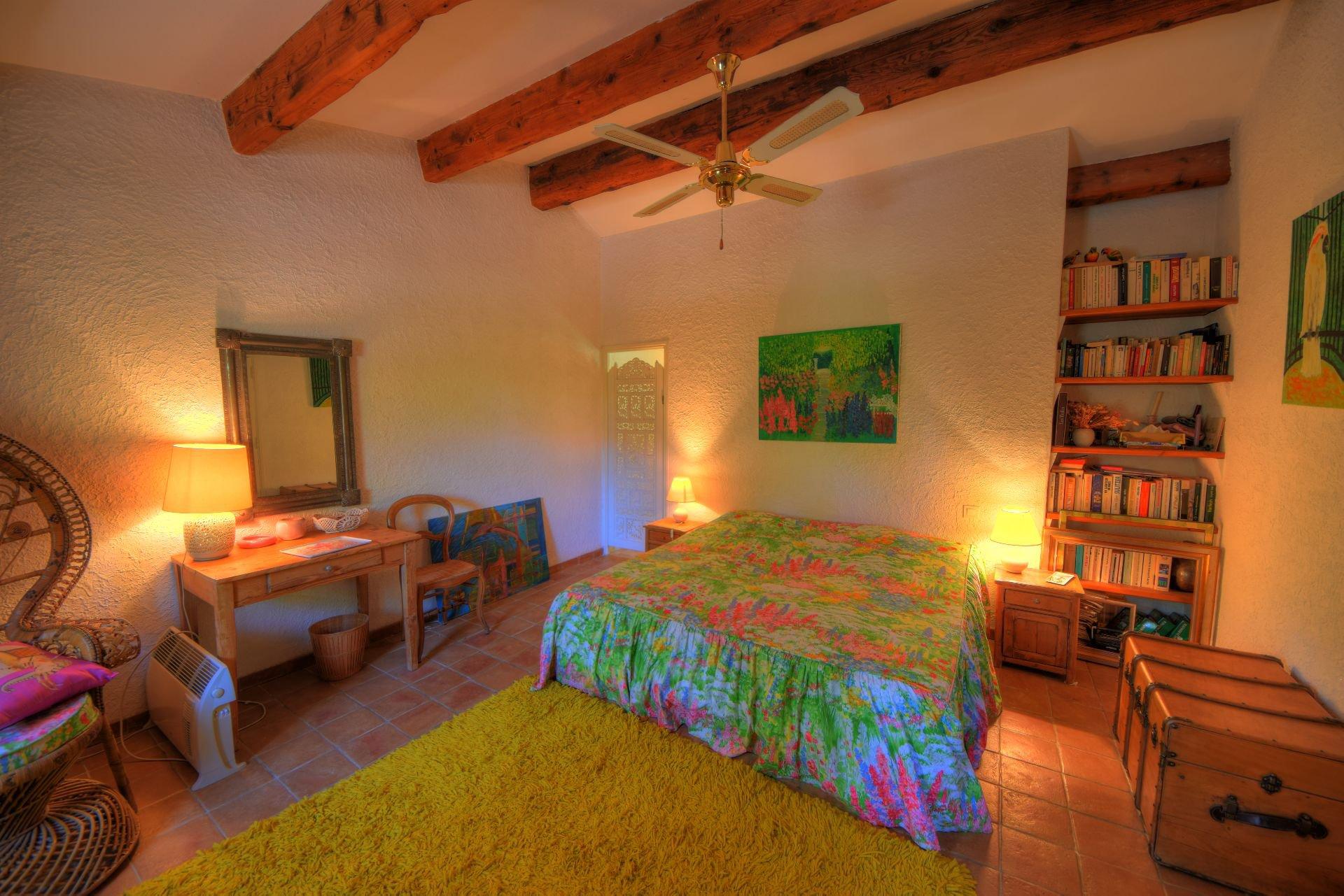 Chambre au 1er étage de la bergerie rénovée Tourtour, Var, Provence