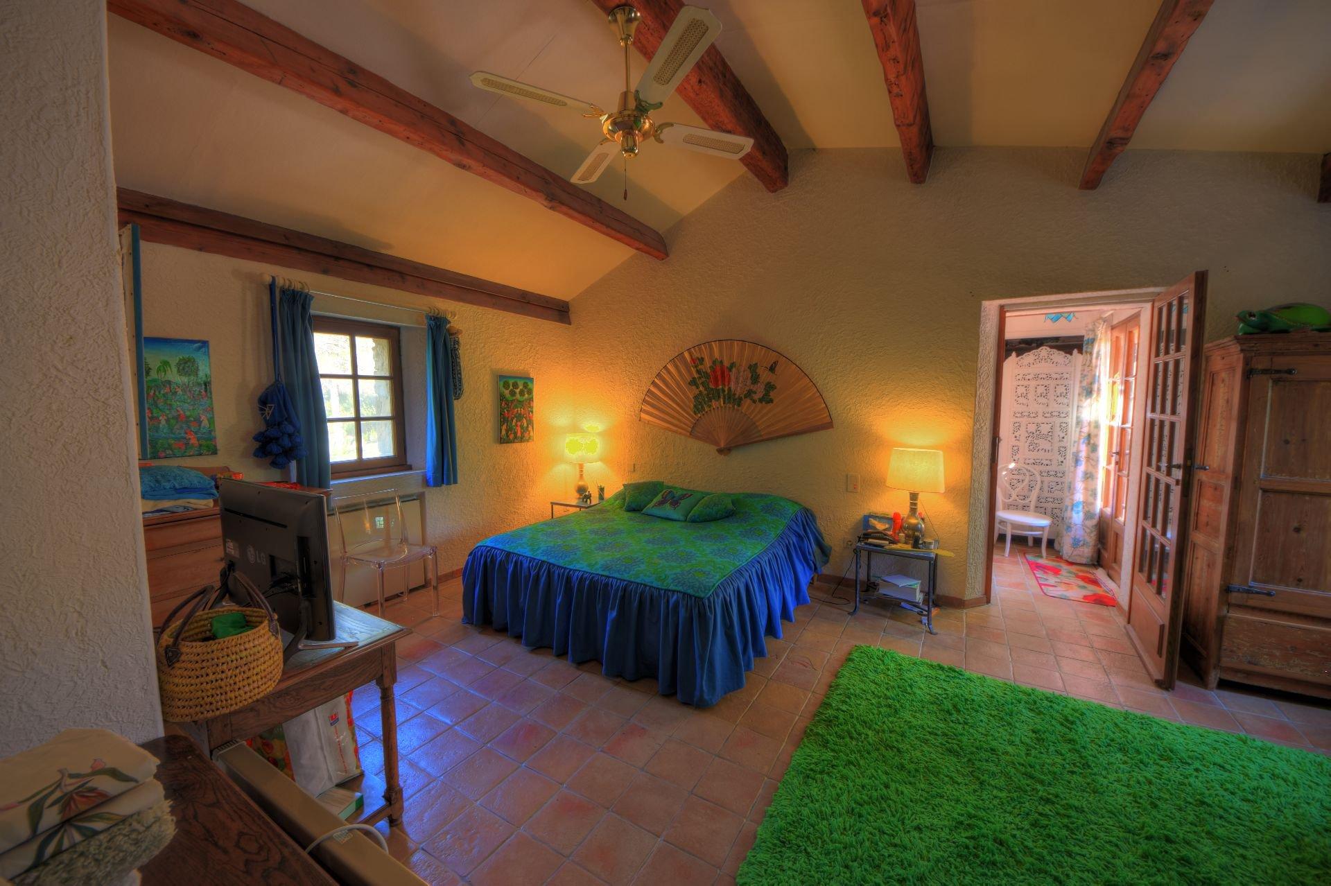 Chambre 2 au 1er étage de la bergerie rénovée Tourtour, Var, Provence