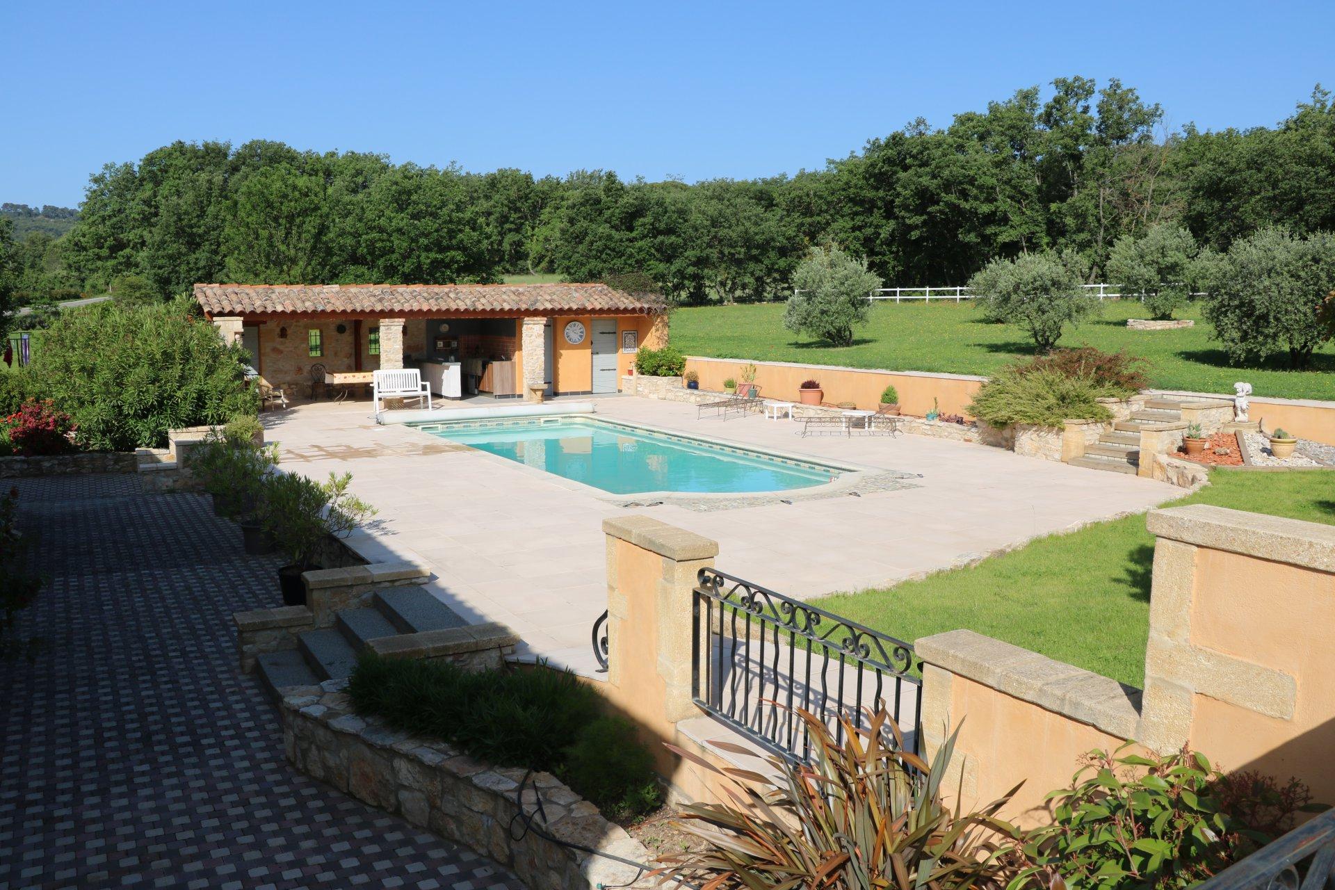 Mas Provençal de 260 m² sur 8100m² de Terrain