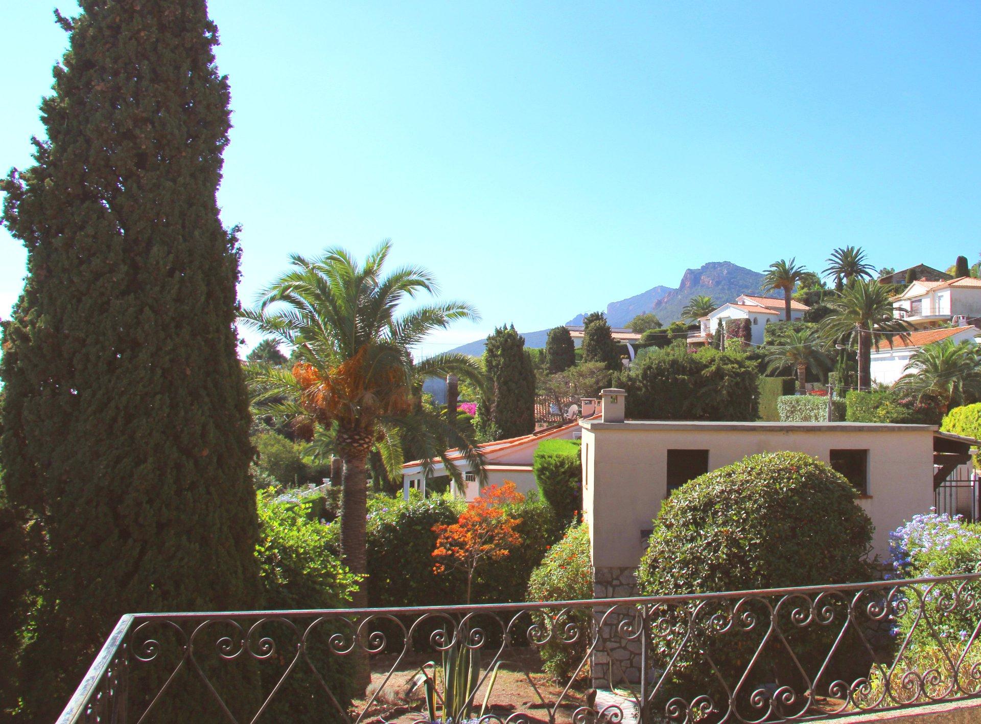 Théoule / Le Trayas:  Villa provençale, 6 pièces  avec très belle vue mer