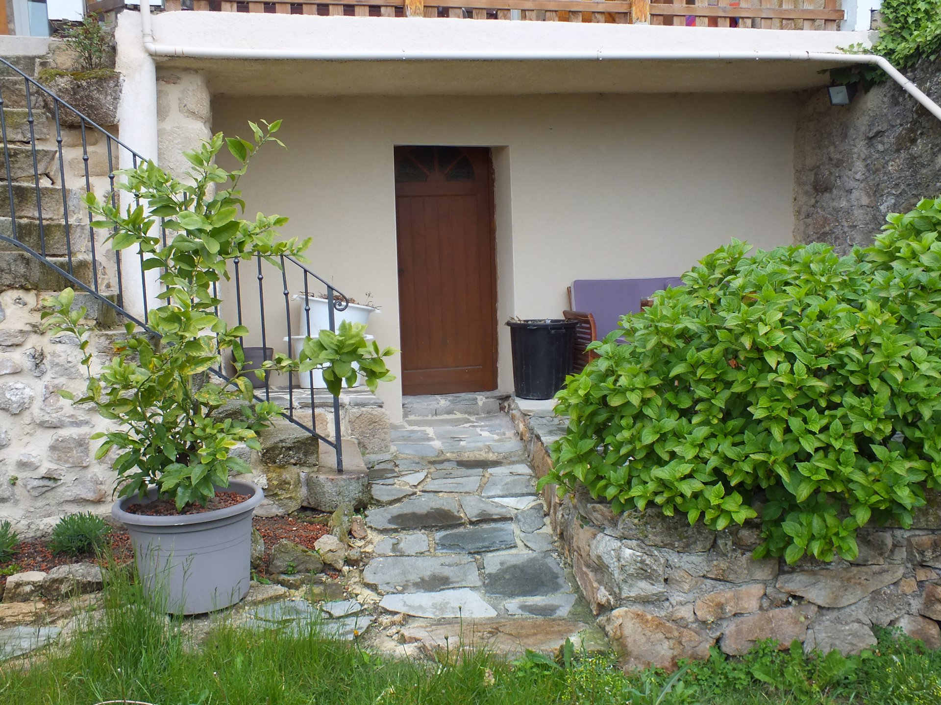 Maison pierre grande surface et jardin