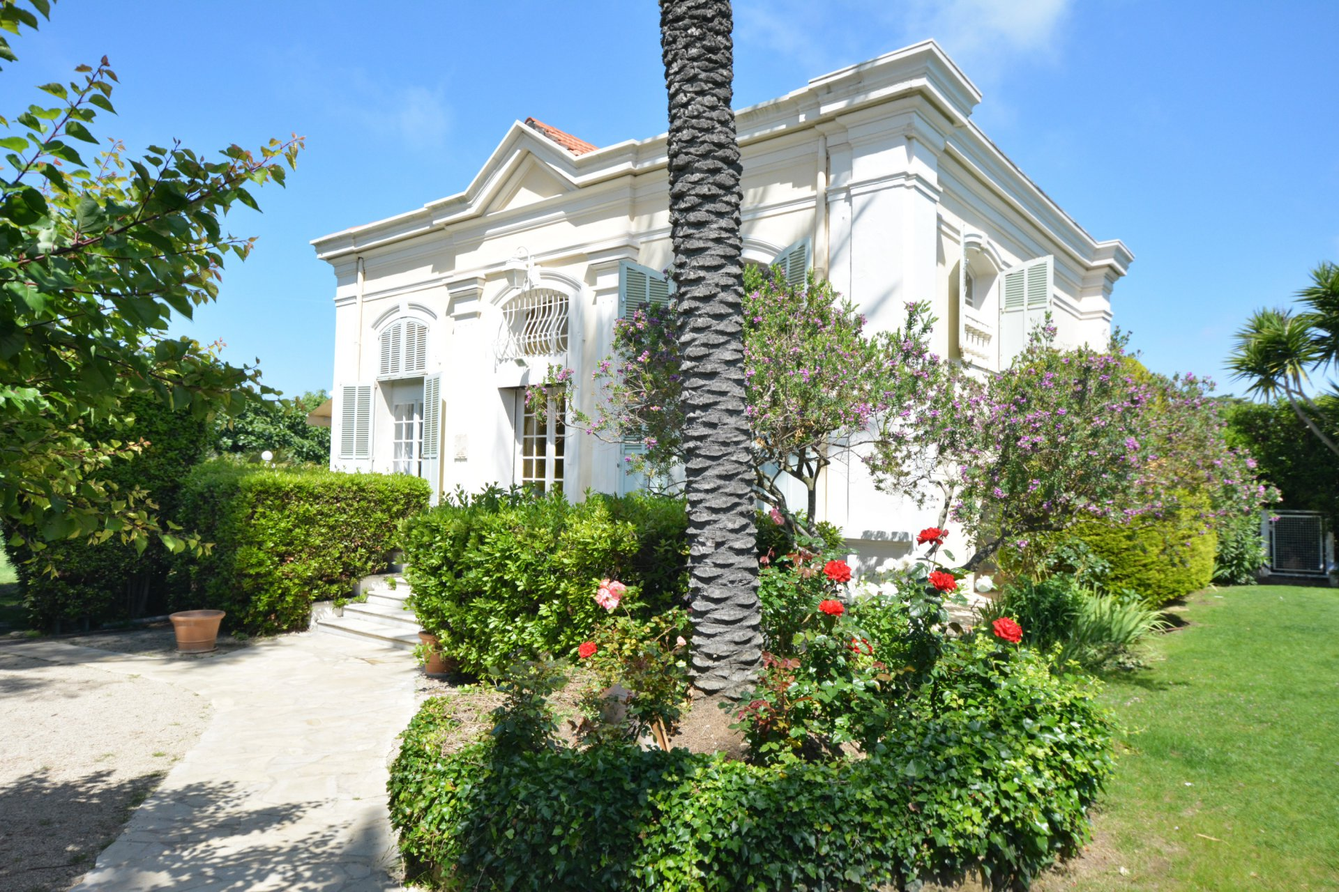 Villa close to Eden Roc and sandy beaches - West side