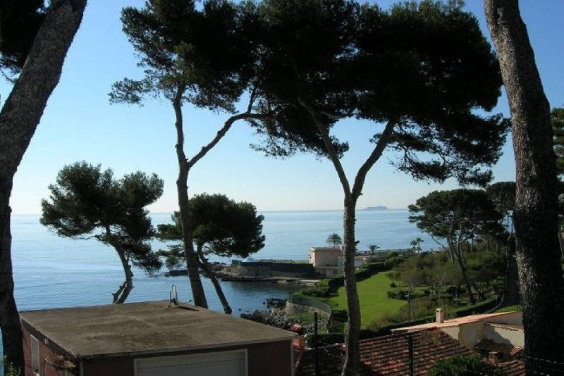 Villa Cap d'Antibes with nice sea view