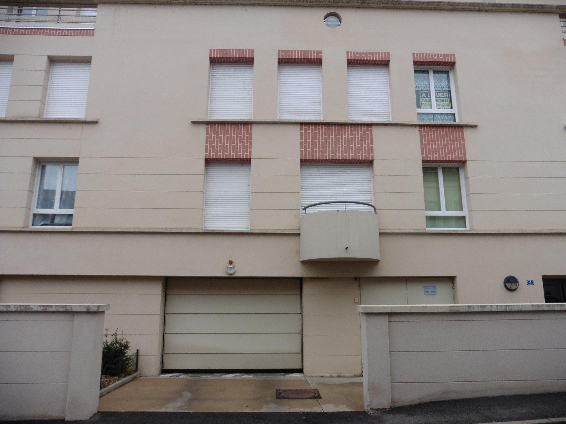 Appt F2 au centre ville de Cosne dans Résidence au 2° étage