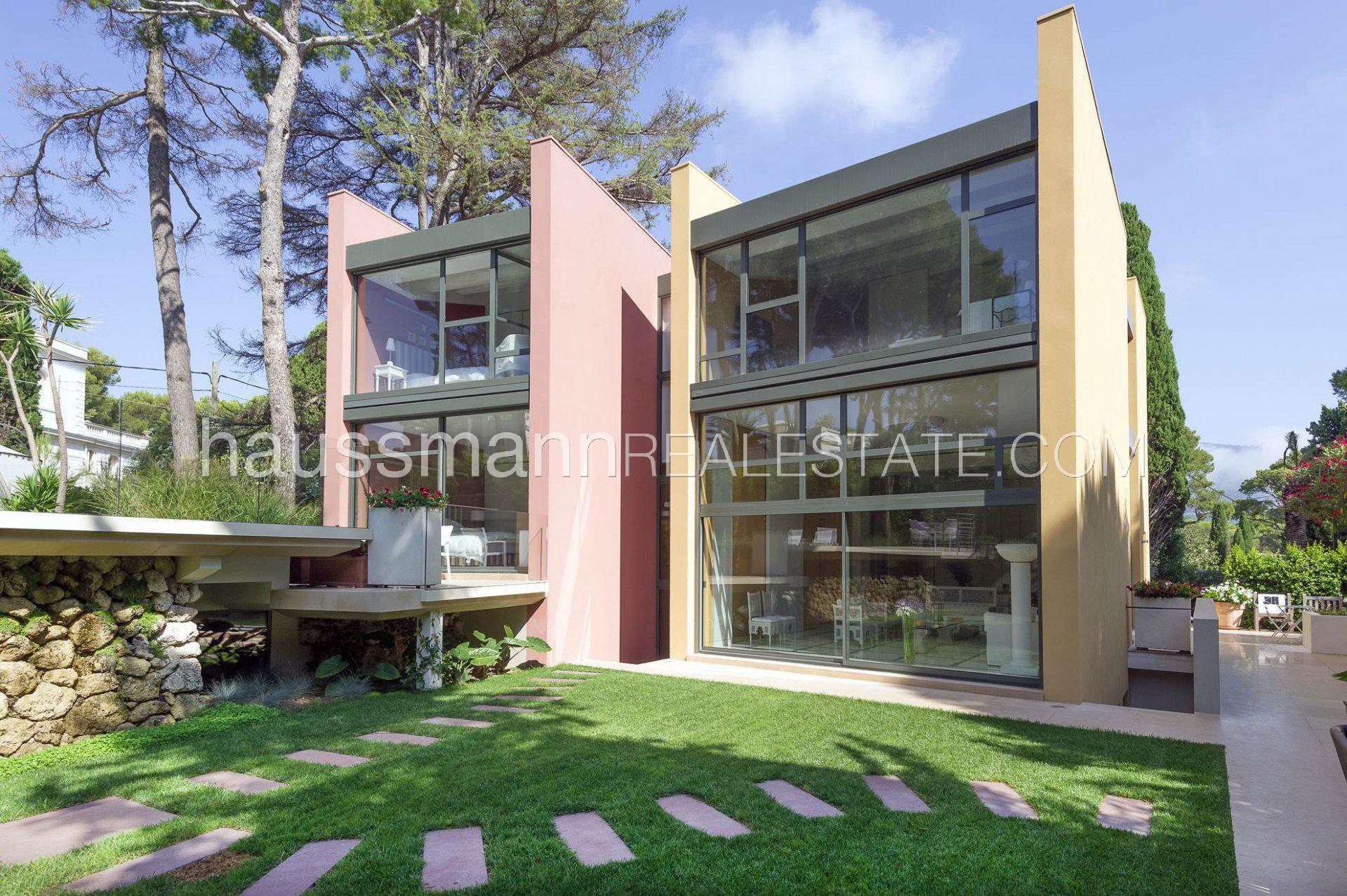 New Contemporary villa near beaches and village