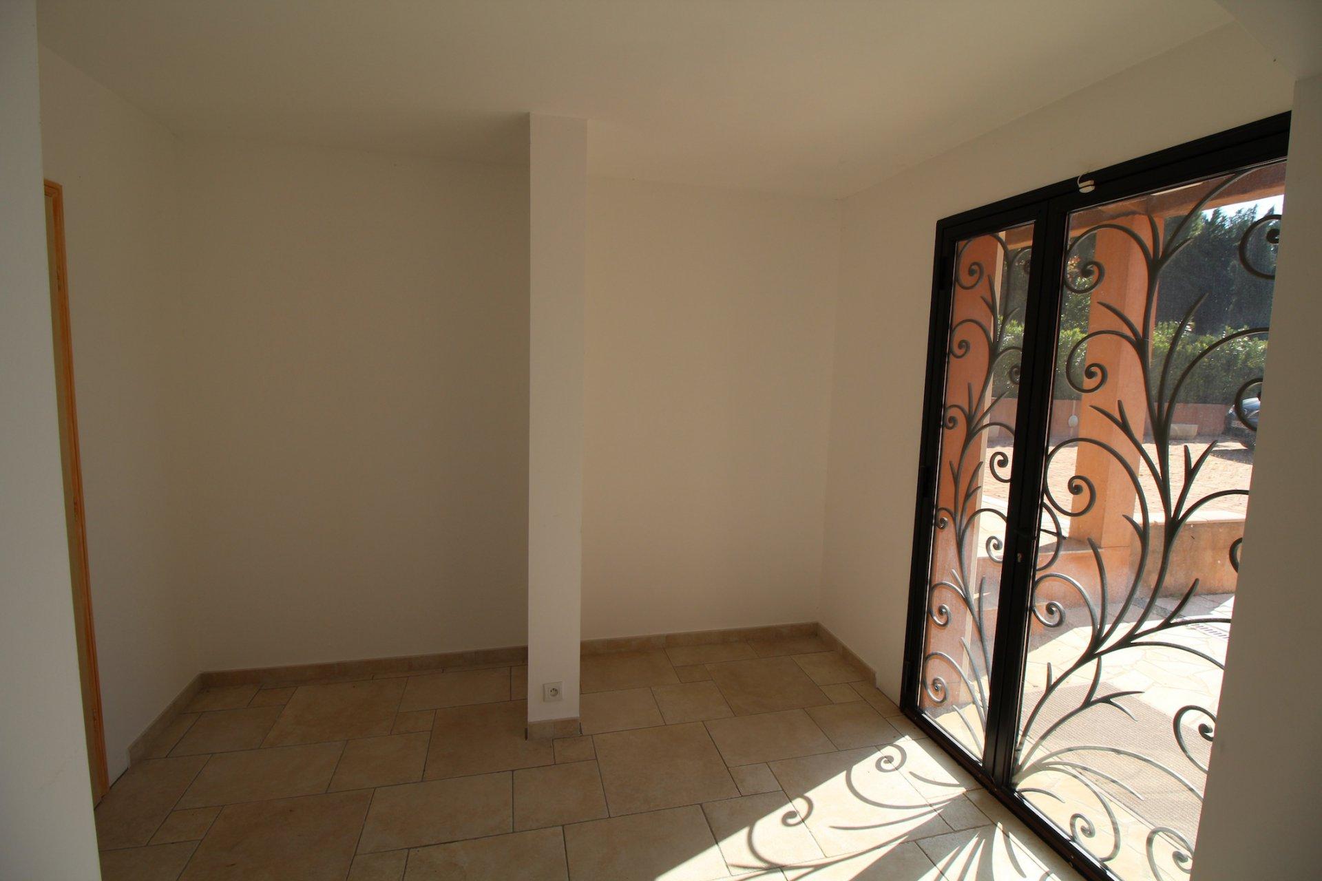 Le Cannet des Maures, authentic charm for this superb Provencal house