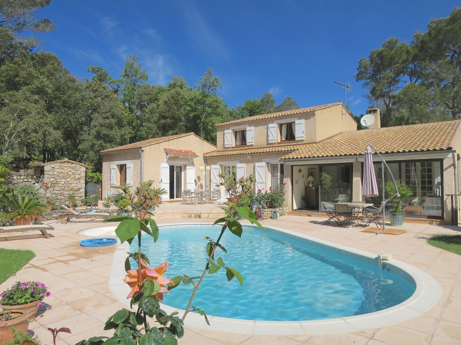 Quality  bright property with pool near Lorgues
