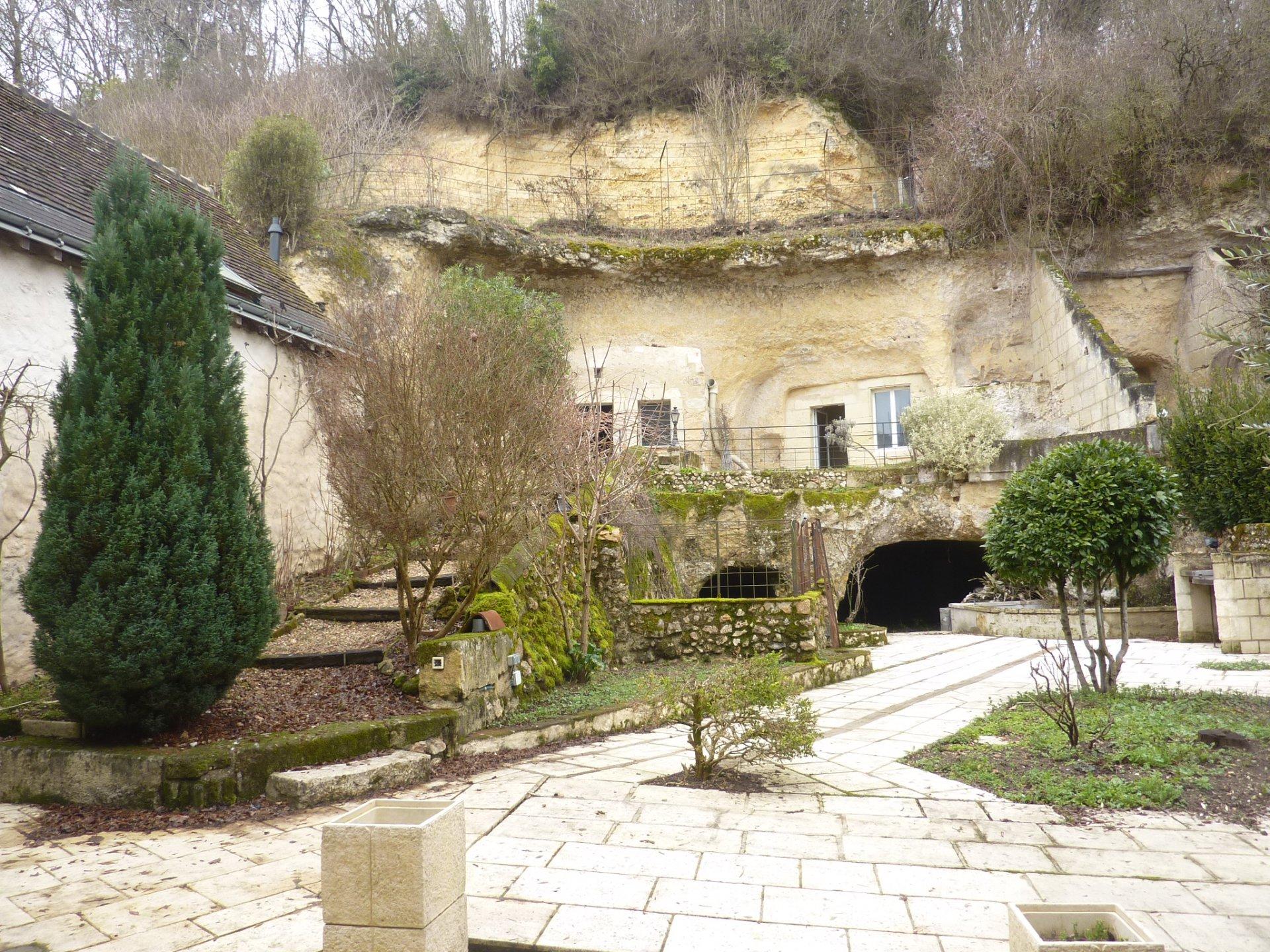 Sale Building - Saint-Étienne-de-Chigny