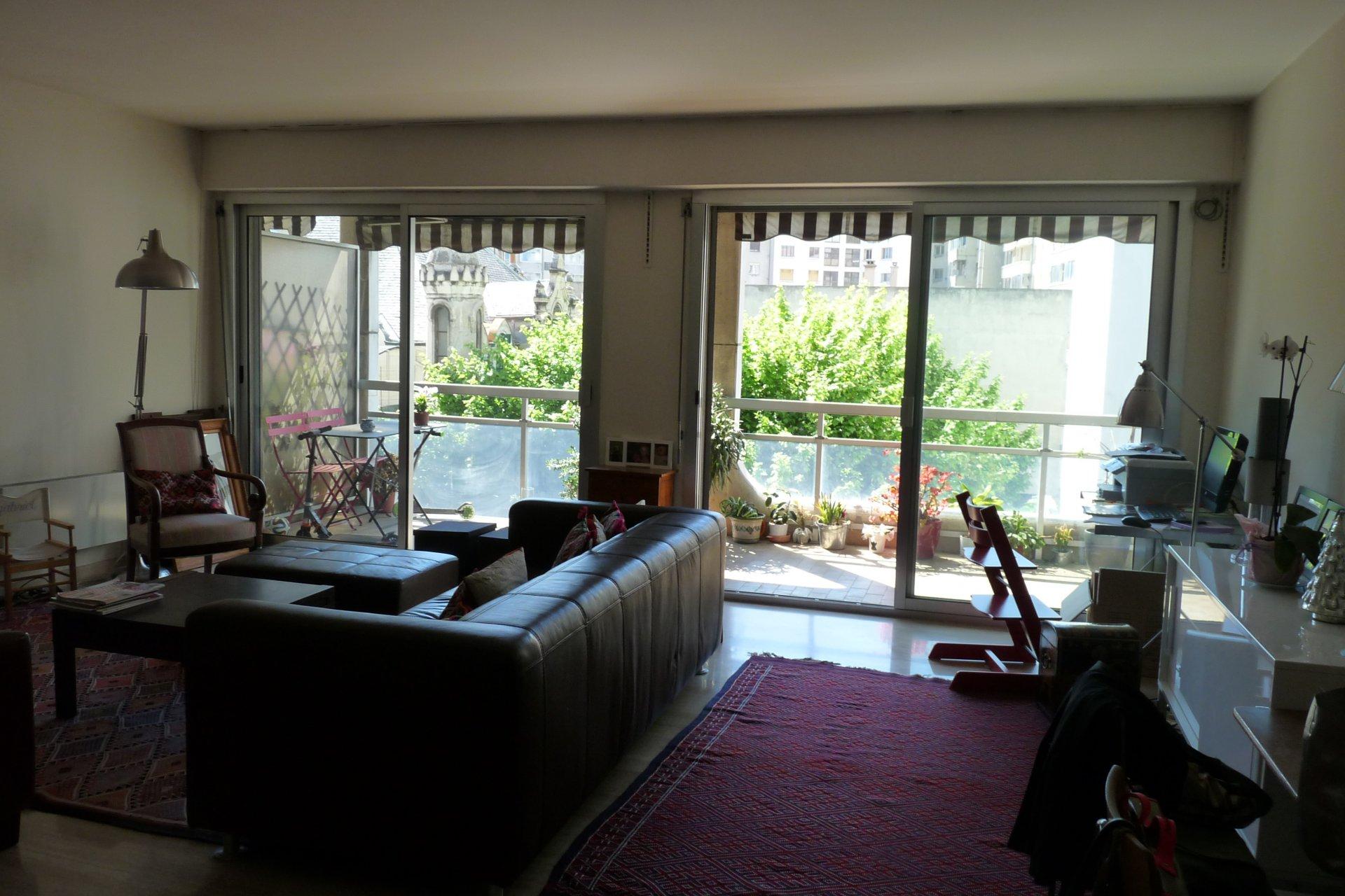 Appartement type 5, 4 chambres, 132m² avec terrasse, balcon et parkings