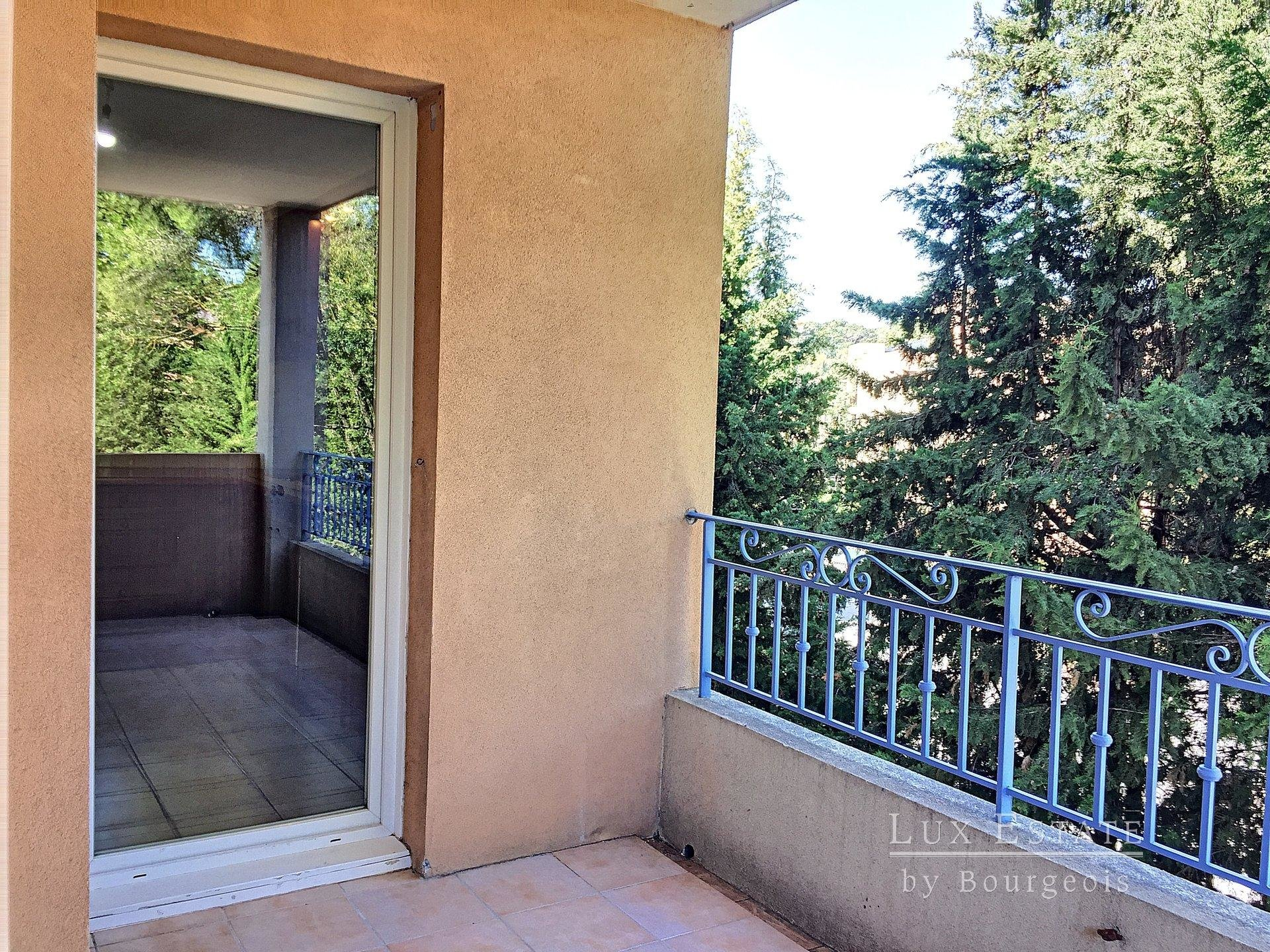 For rent 2-room flat Mougins Tournamy