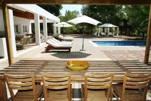 Charming house in Cala Jondal