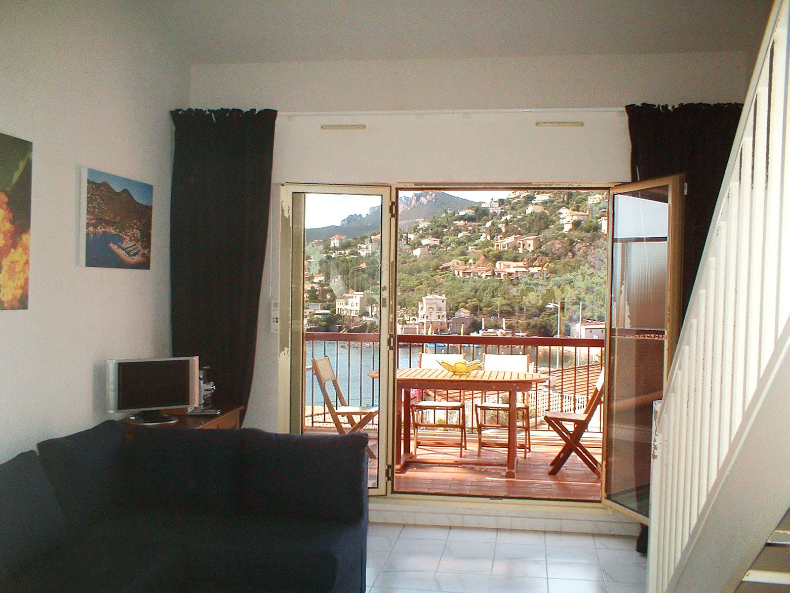 living room, 2  bed rooms terrasse with sea view  kitchen bath room/wc only a few steps from the beach !  * BM F7 *