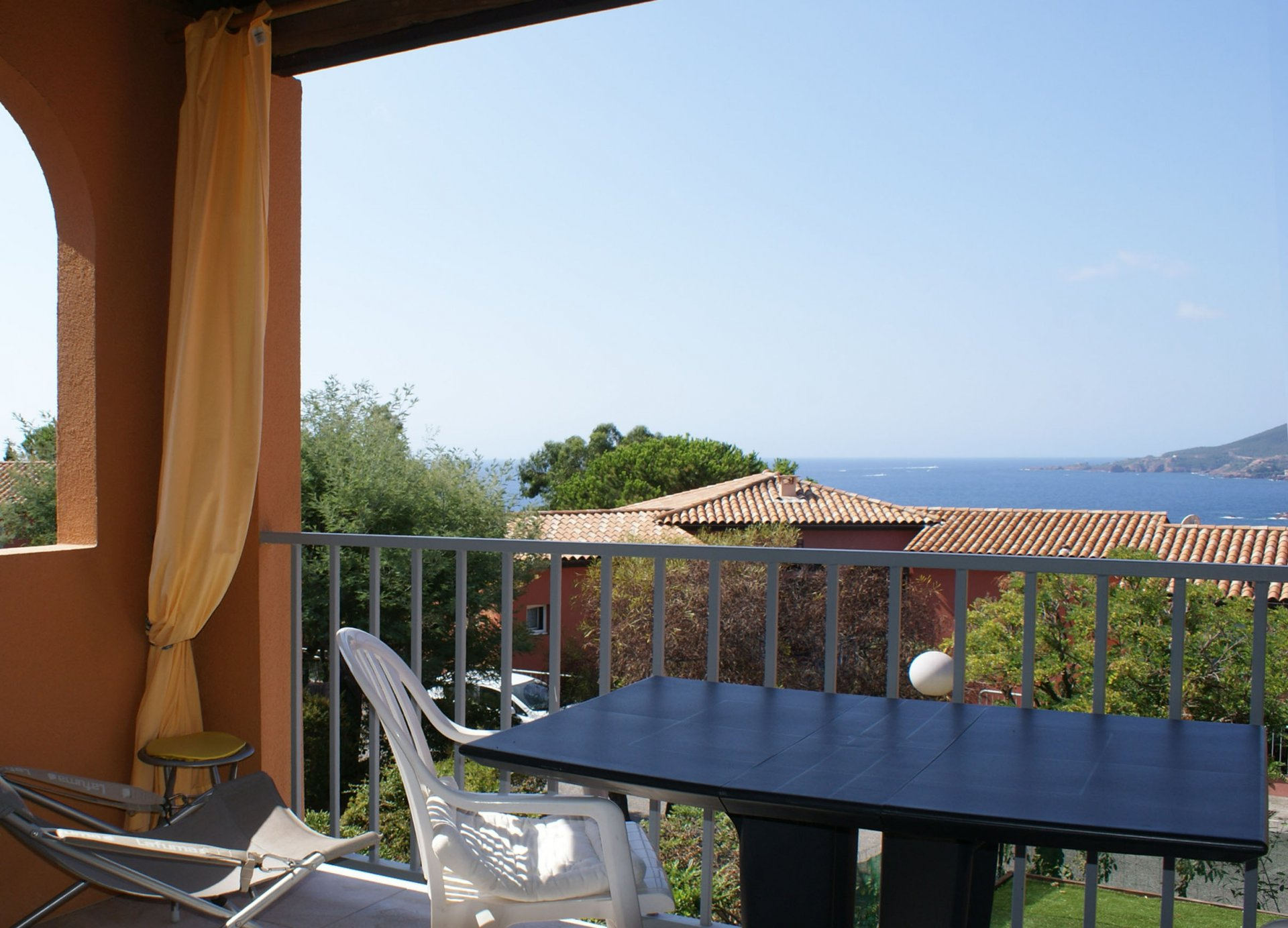 2 bed rooms apartment (4 sleeps) 2 terraces, garden, sea view  * SAV 4041*