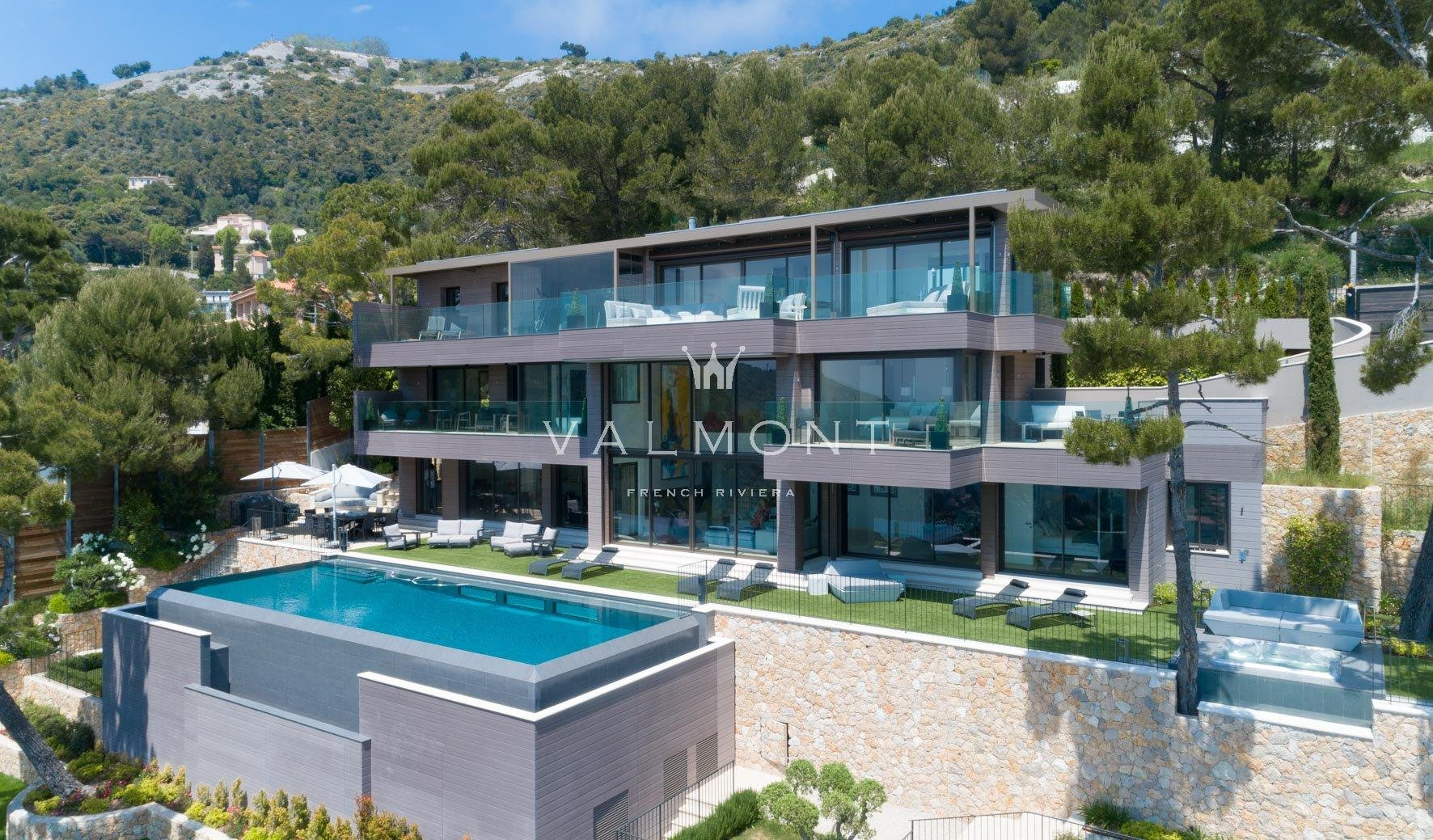 VILLA CONTEMPORAINE D'EXCEPTION A PROXIMITE DE MONACO