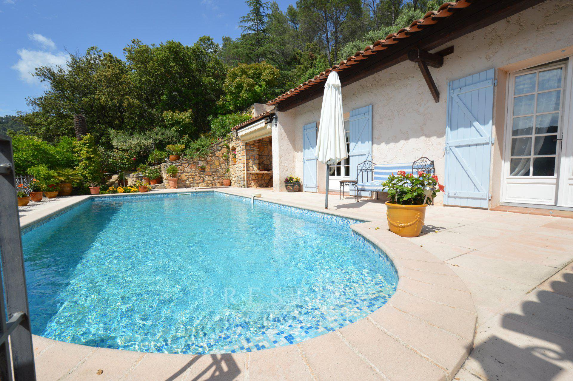 Cotignac, villa 162sqm with pool, near the village