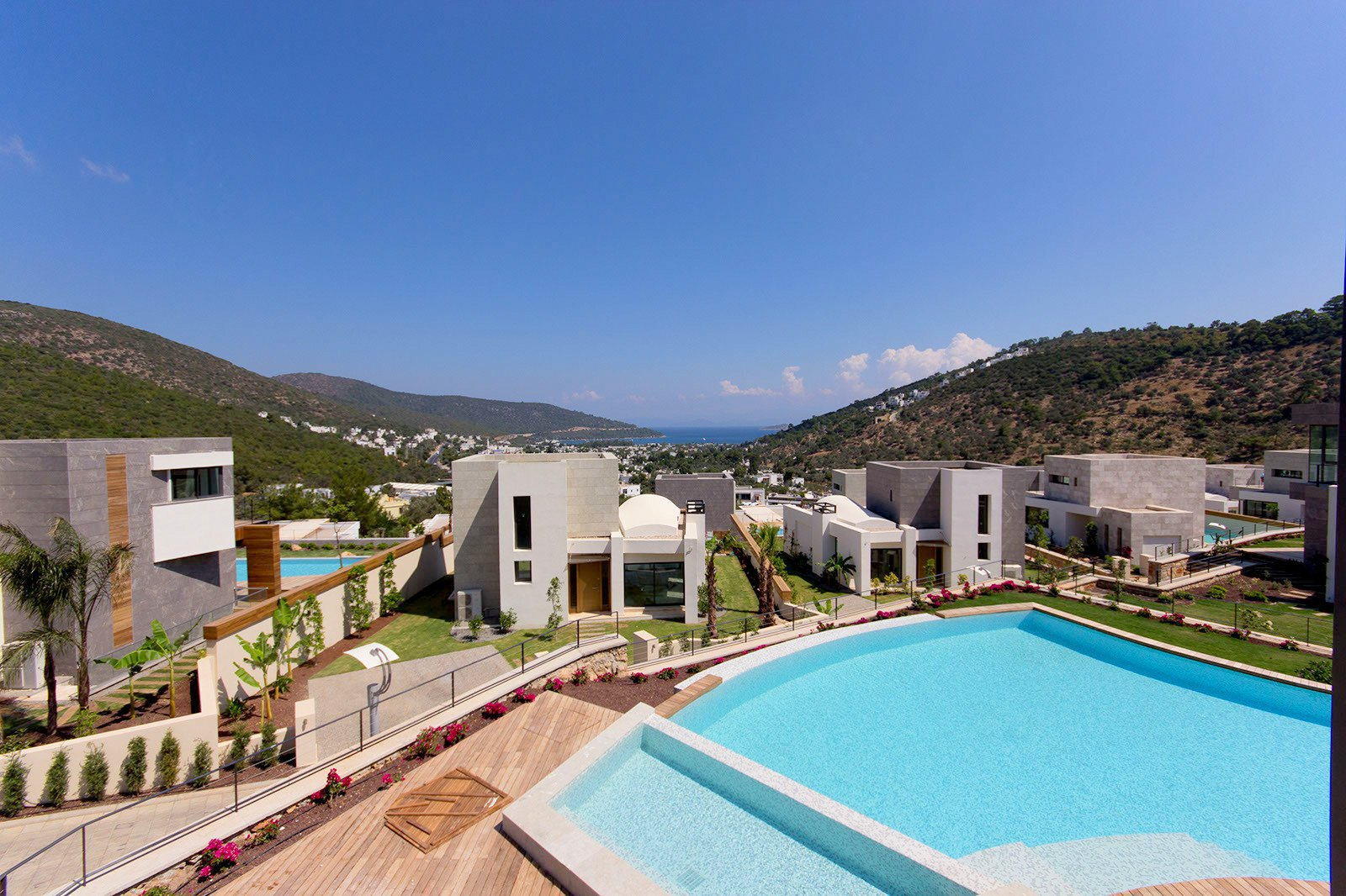 Set of 12 luxury villas with pool and panoramic sea view