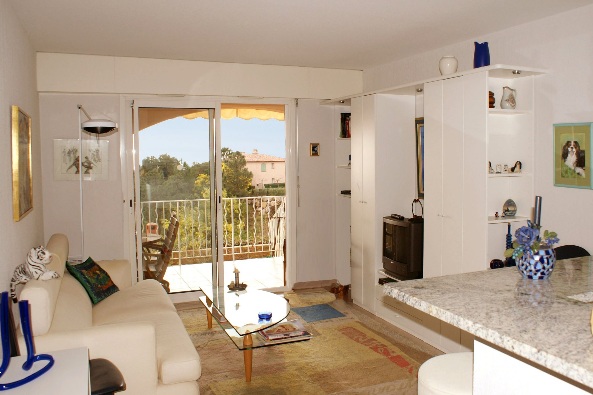 Living room bed room 4 sleeps open plan kitchen with washing machine and dish washer large terrasse fine sea view ro 32