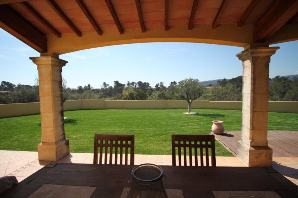 Villa d´architecte de luxe avec maison d´amis et vue panoramique