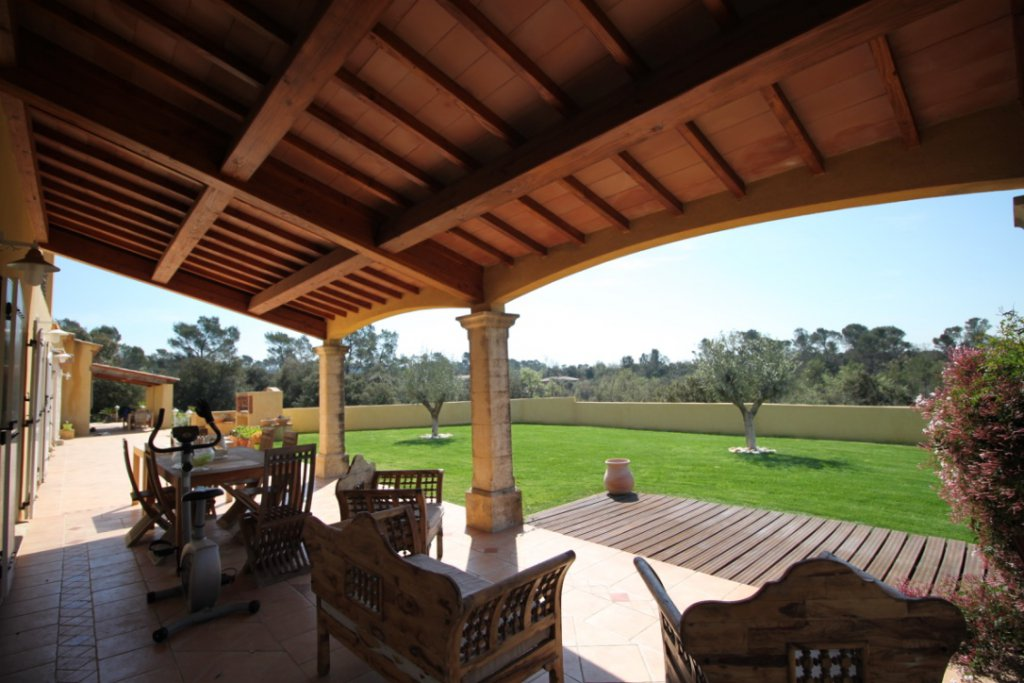 Luxe villa met gastenhuis en panoramisch uitzicht