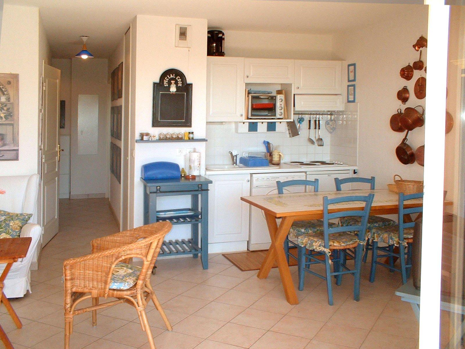 2 Zimmer (4 Personen) Küchenzeile mit Waschmaschine, große Terrasse  Meerblick  * RO 203 *