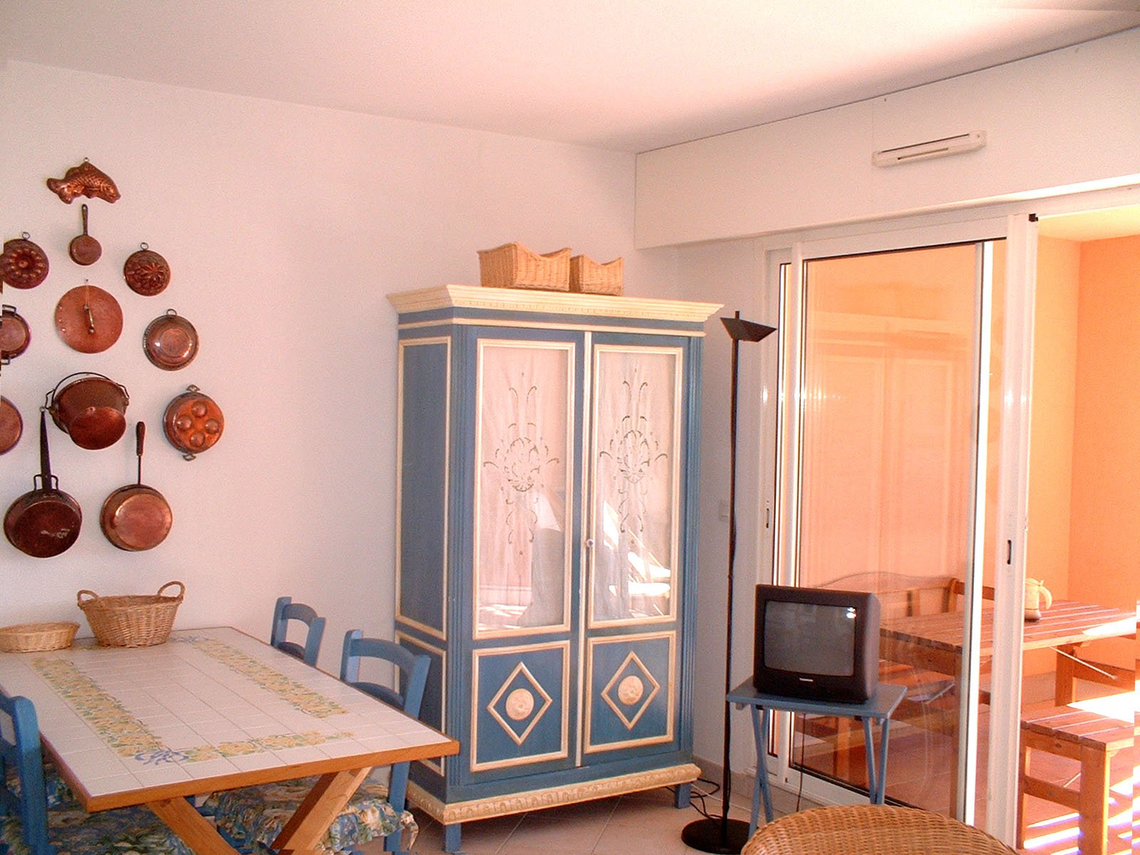 living room, bed room (4 sleeps) kitchen with washing machine,  large terrasse sea view   * RO 203 *