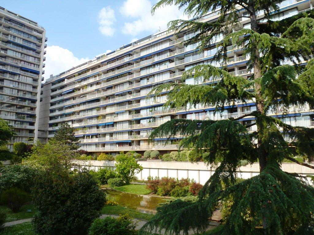 Emplacement de parking en sous-sol - Place Corneille