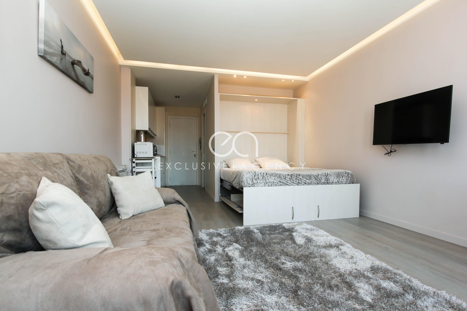 SEASONNAL RENTAL Cannes Grand Hotel 31sqm studio for 2 to 4 people