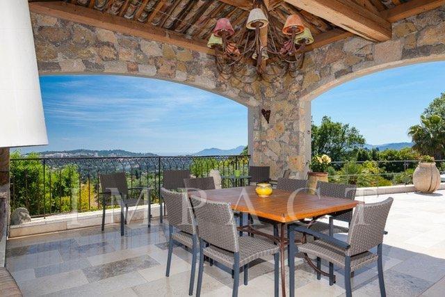 Villa à louer sur les hauteurs de Mougins